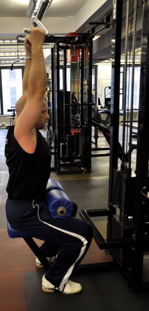 Mid Parallel Grip Pulldown, Step 1