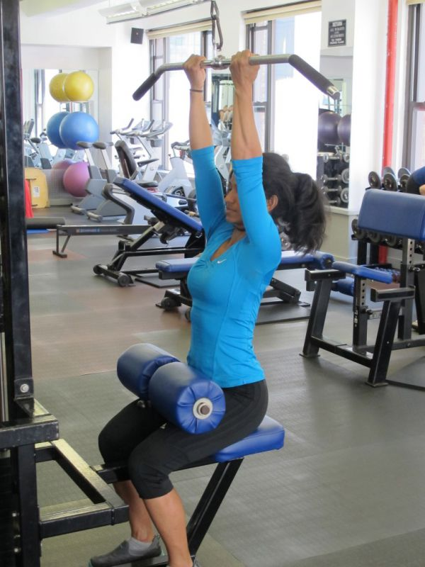 Close-Supinated-Pulldown-step-1-running-strength-training-New-York-City-personal-training
