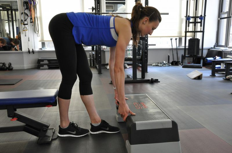Setting the bench: place your calf against the bench; place your other foot directly in front of the first; and place the step just over the front toe.